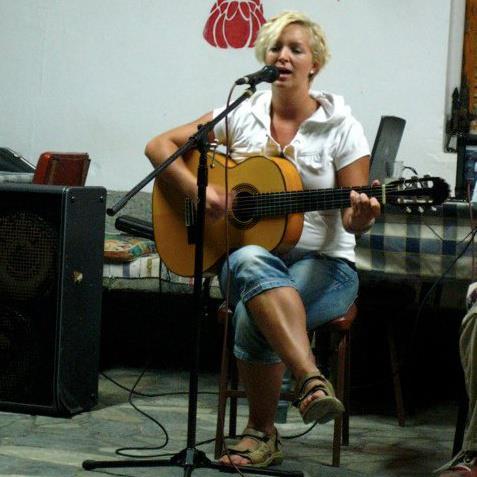 Sarah Helena Barmer playing guitar