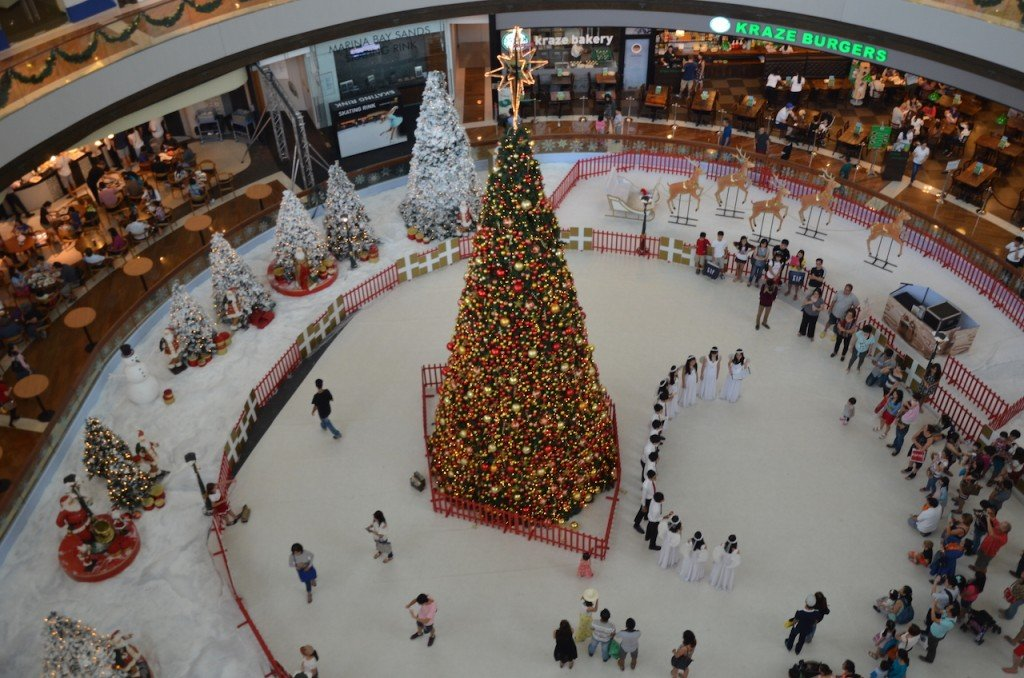 When I was there at Christmastime, the shopping centre also housed an ice rink where you would find carol singers (angels!) during the weekend.