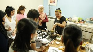 julie-mokhtar-cooking
