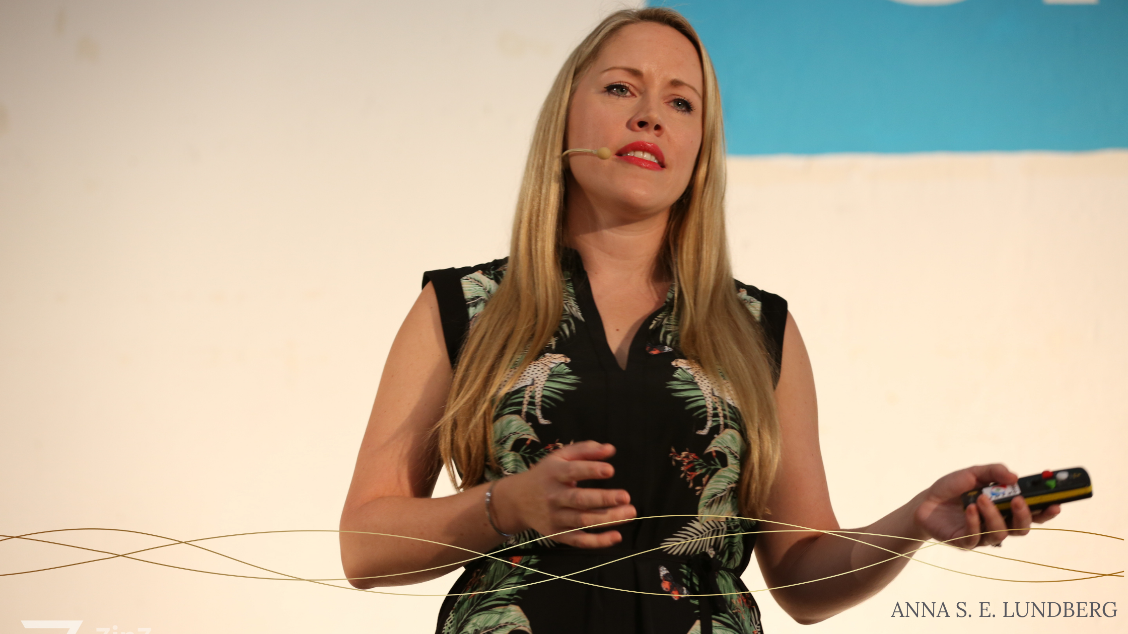 Anna Lundberg speaking on stage at the 7 in 7 digital nomad conference in Barcelona